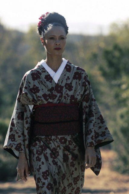 Westworld 2x05 - Thandie Newton como Maeve