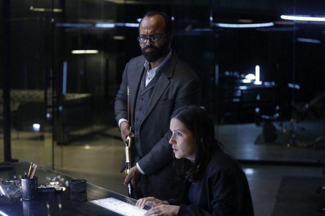 Westworld 2x06 - Jeffrey Wright como Bernard, y Shannon Woodward como Elsie