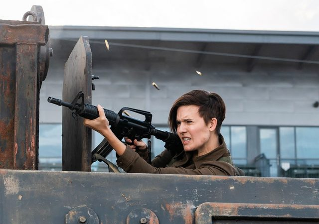 Fear The Walking Dead 4x08 - Maggie Grace como Althea