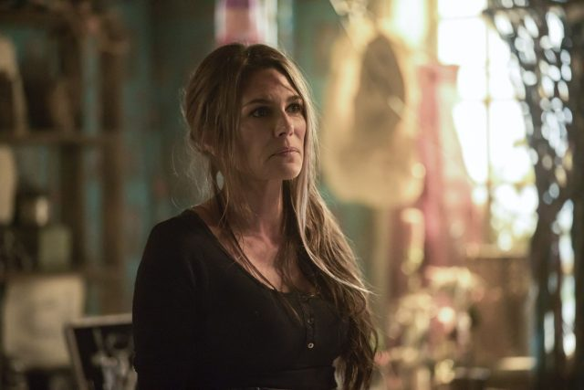 The 100 5x07 - Paige Turco como Abby Griffin