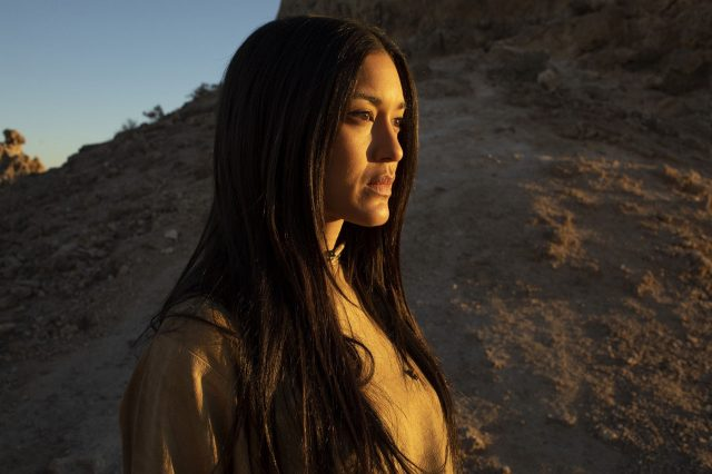 Julia Jones en Westworld 2x08 Kiksuya