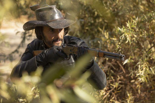 Rodrigo Santoro como hector Escarate en Westworld 2x10 (Final de Temporada)