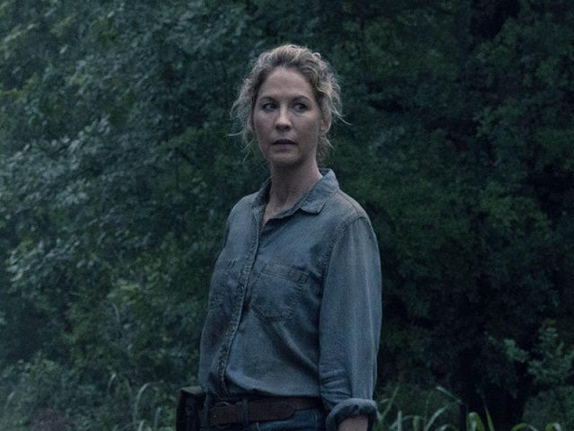June (Jenna Elfman) en Fear The Walking Dead S04E13