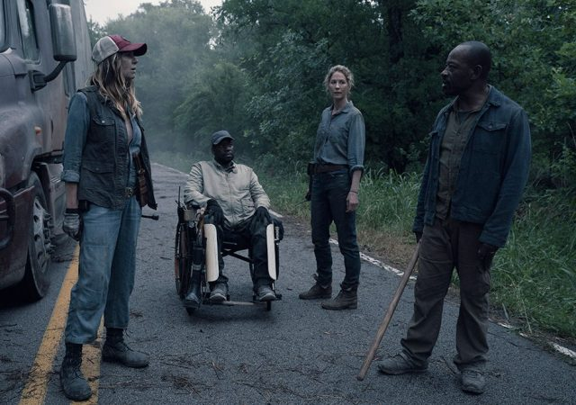 Sarah (Mo Collins), Wendell (Daryl Mitchell), June (Jenna Elfman) y Morgan Jones (Lennie James) en FearTWD 4x13