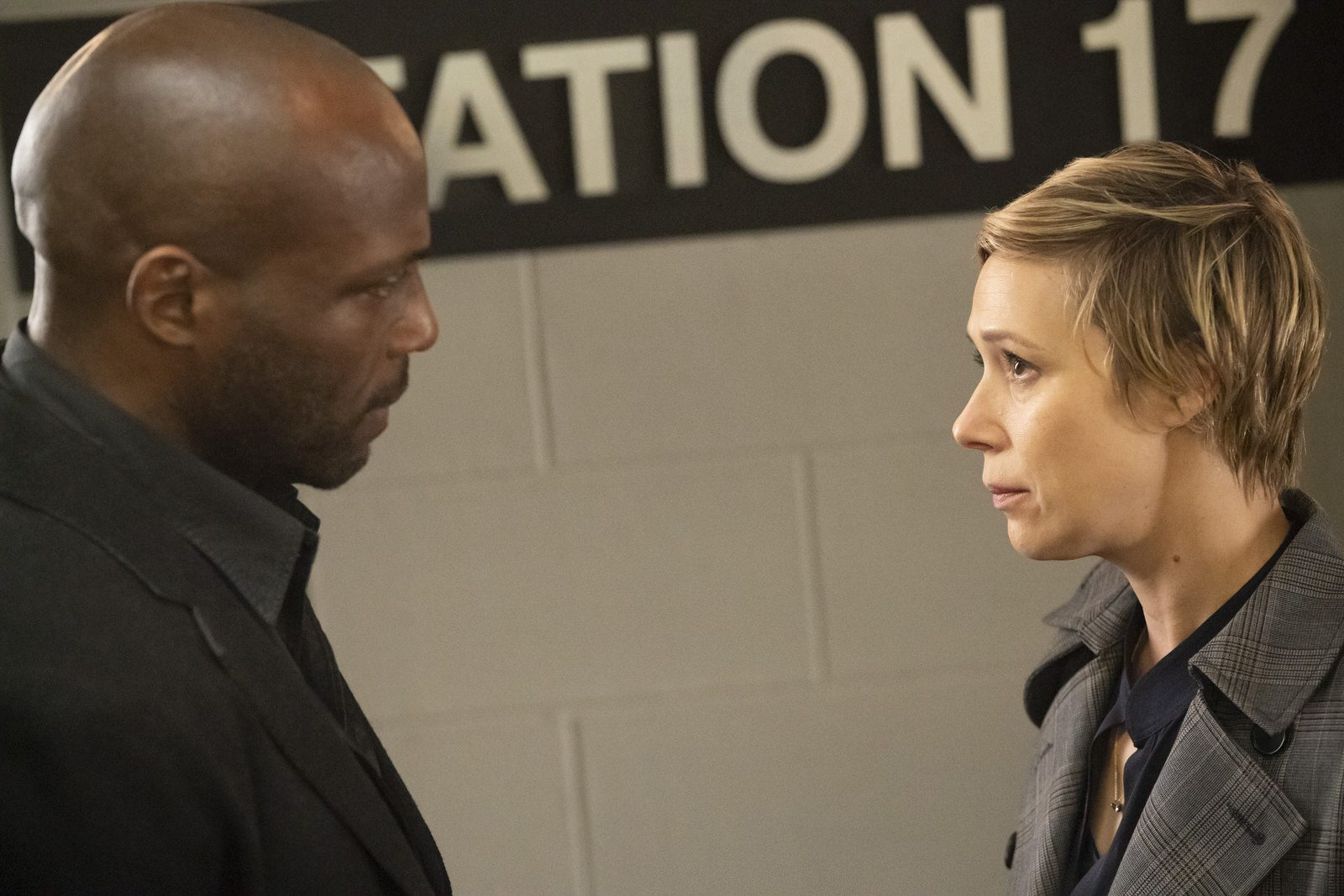 Billy Brown como Nate Lahey y Liza Weil como Bonnie en How to Get Away With Murder 5x15 (Season Finale)