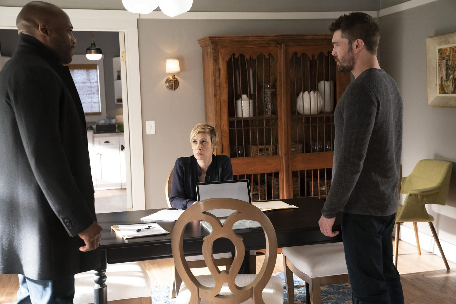 How To Get Away With Murder 5x15 (Season Finale) - Nate (Billy Brown), Bonnie (Liza Weil) y Frank (Charlie Weber)