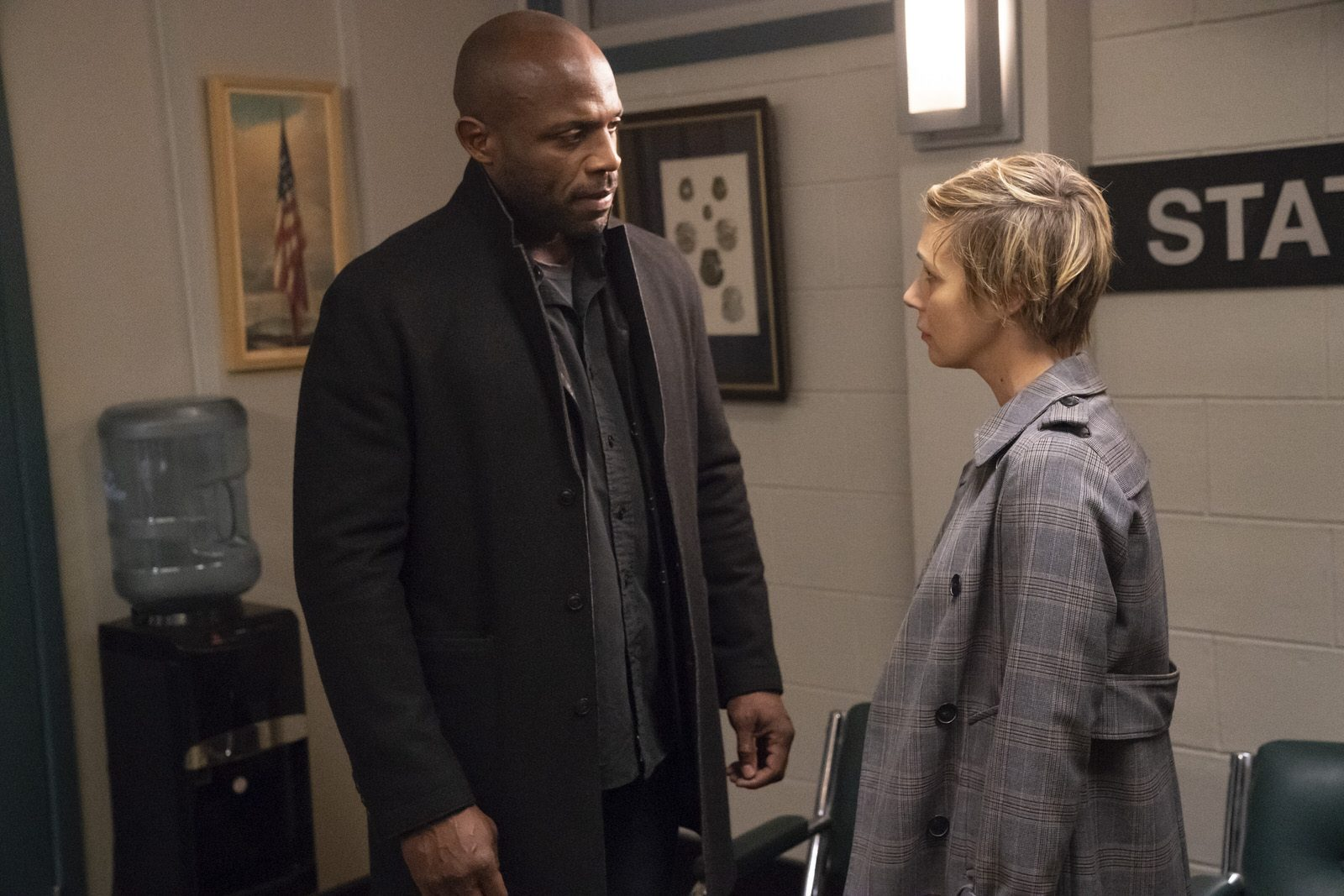 Billy Brown como Nate Lahey y Liza Weil como Bonnie en HTGAWM 5x15 (Season Finale)