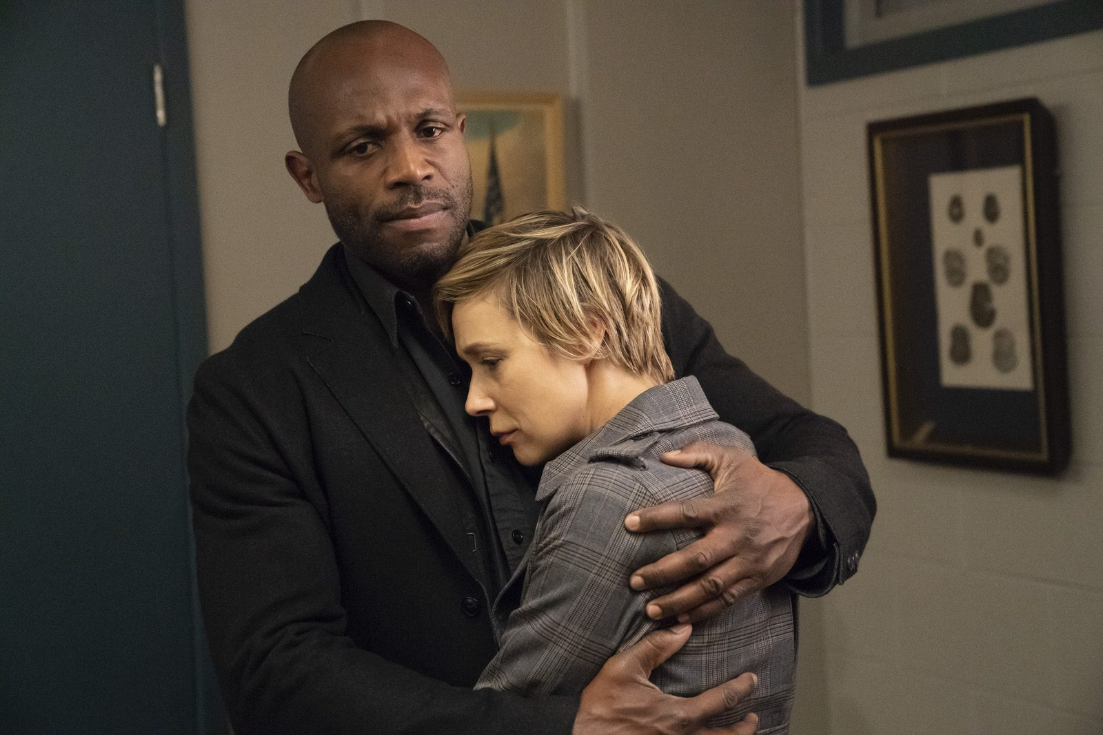 Billy Brown como Nate Lahey y Liza Weil como Bonnie en HTGAWM 5x15 (Final de Temporada)