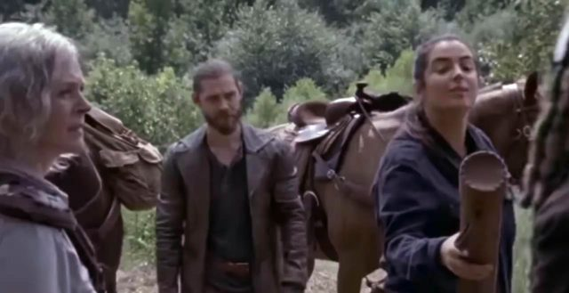 Spoiler The Walking Dead 9x11 - Flashback en el que Tara entrega el documento a Ezekiel