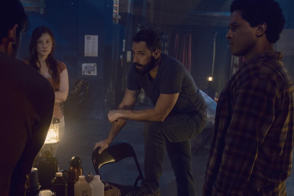 Ashlyn Stallings como Amanda, Steve Kazee como Frank, Javier Carrasquillo como Matias en TWD 910