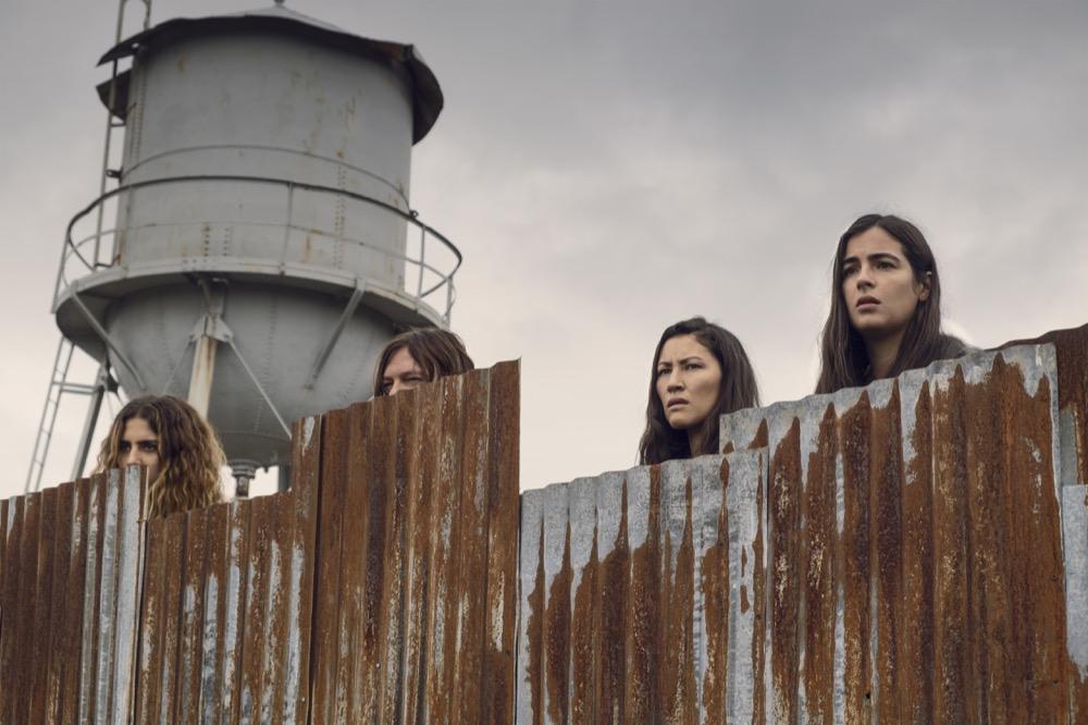 TWD 9×10: Nadia Hilker como Magna, Norman Reedus como Daryl Dixon, Eleanor Matsuura como Yumiko y Alanna Masterson como Tara Chambler.