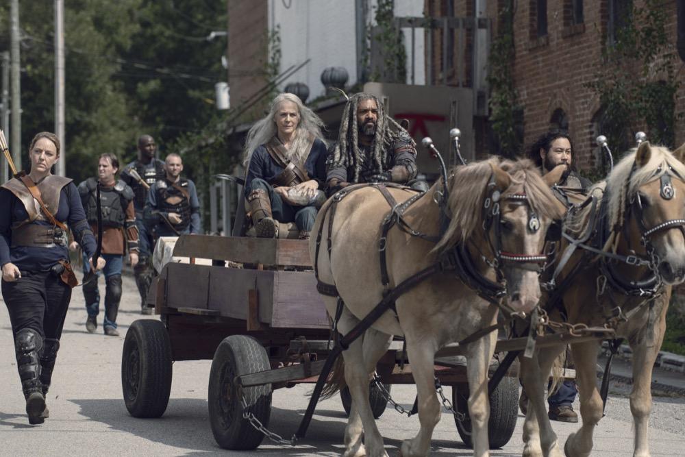 Melissa McBride como Carol Peletier, Khary Payton como Ezekiel, Cooper Andrews como Jerryen TWD S09E11