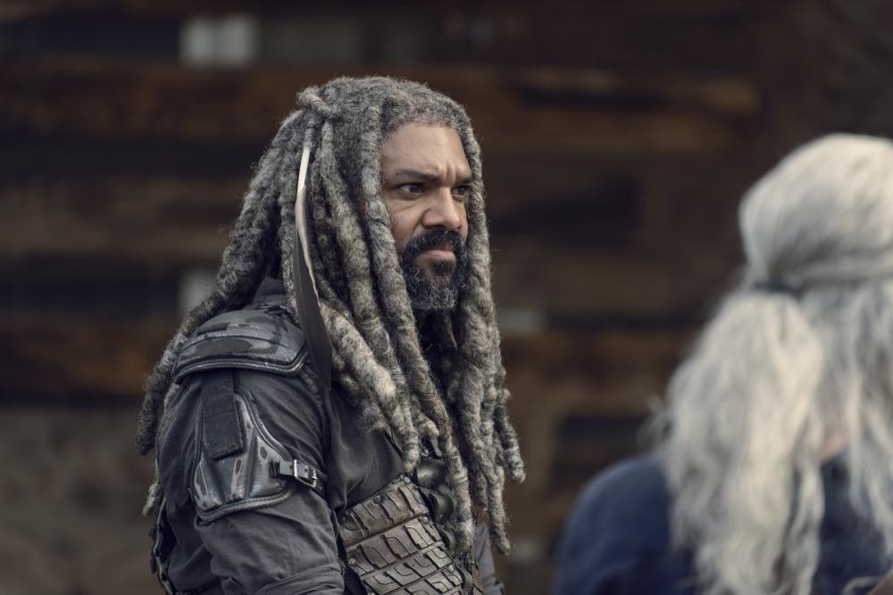 Khary Payton como Ezekiel, junto a Melissa McBride como Carol Peletier - The Walking Dead 9x11