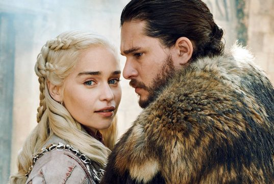 Emilia Clarke y Kit Harington en sesión de fotos del final de Game of Thrones