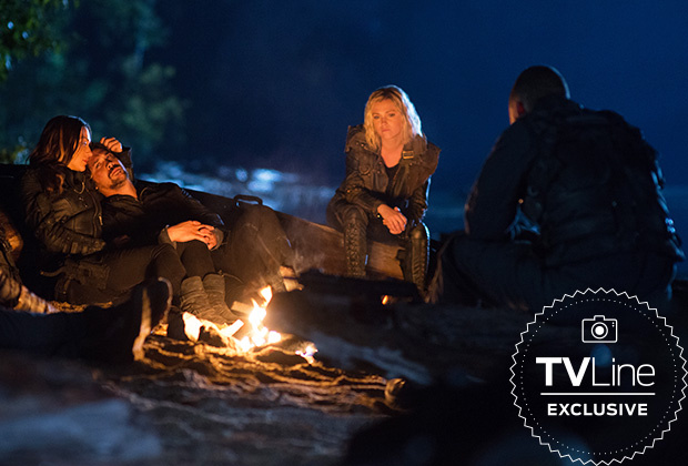 The 100 Temporada 6 - Echo (Tasya Teles) , Bellamy (Bob Morley) y Clarke (Eliza Taylor)