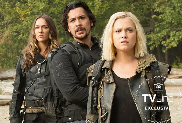 Echo (Tasya Teles) , Bellamy (Bob Morley), Clarke (Eliza Taylor) en la sexta temporada de The 100