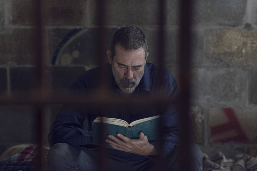 Negan leyendo en The Walking Dead 9x12