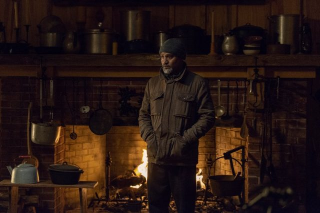 TWD S09E16 - Seth Gilliam como el Padre Gabriel Stokes