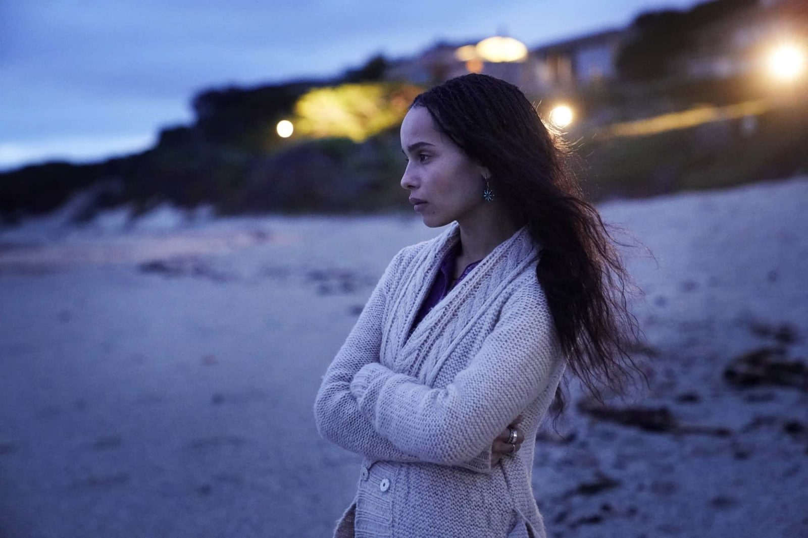 Bonnie (Zoe Kravitz) observando el mar en Big Little Lies 2x03