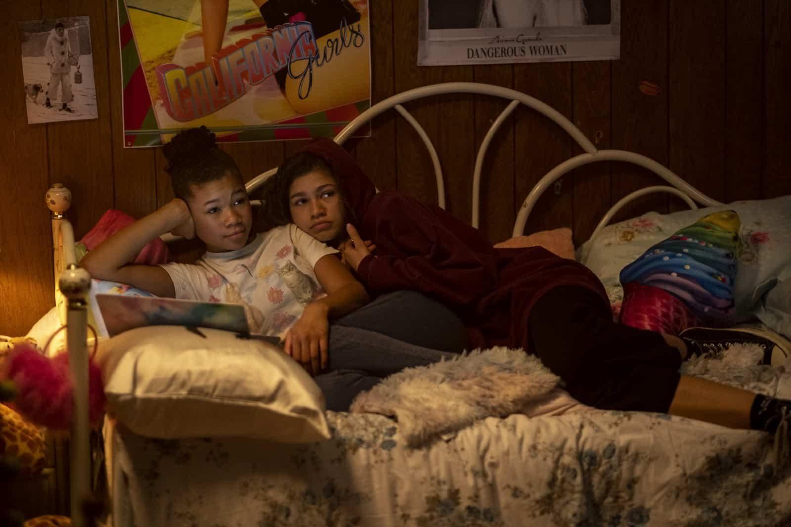 Storm Reid como Gia y Zendaya com Rue en Euphoria Tercer Capitulo Made You Look