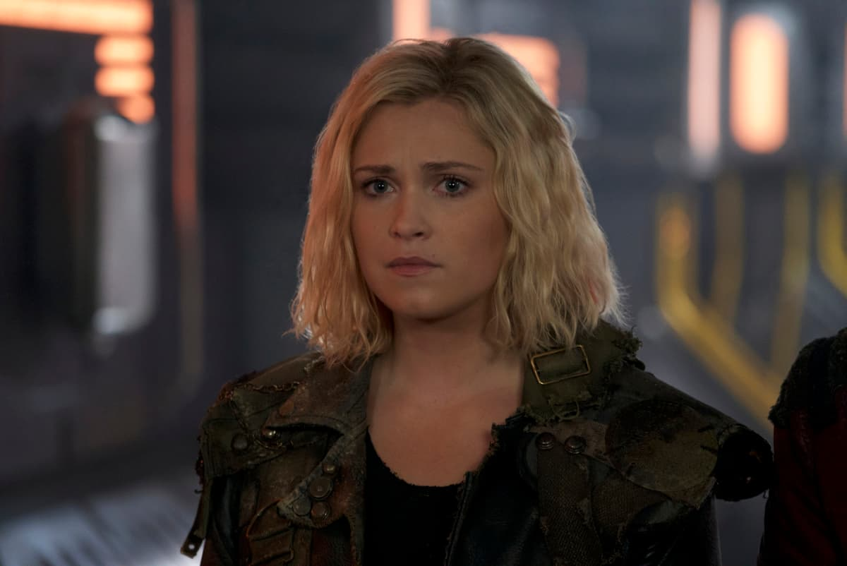 Eliza Taylor como Clarke Griffin en The 100 Temporada 6 Episodio 7