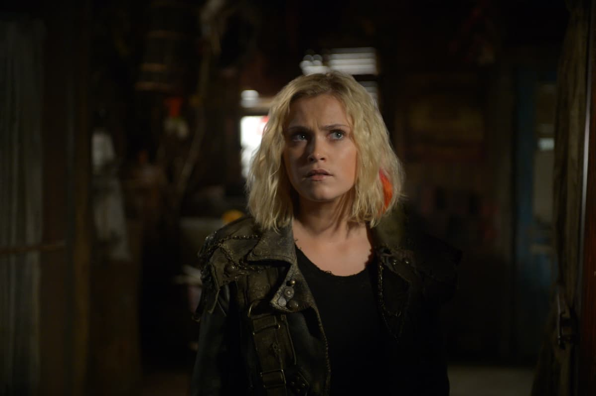 Eliza Taylor como Clarke Griffin en The 100 6x07 Nevermind