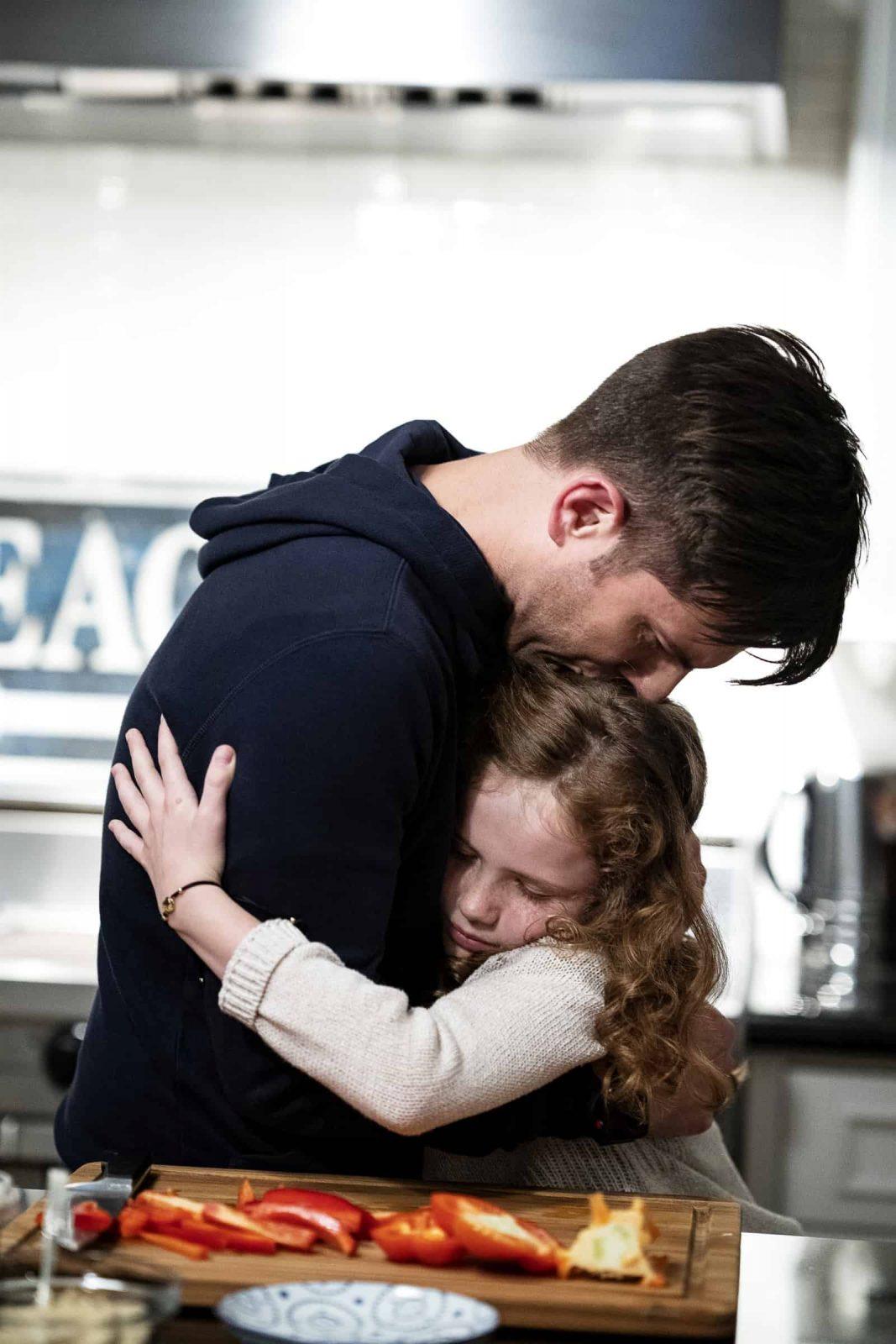 Adam Scott como Ed y Darby Camp como Chloe Mackenzie en Big Little Lies 2x05