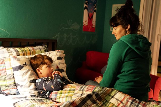 Iain Armitage como Ziggy y Shailene Woodley como Jane en Big Little Lies 2×05
