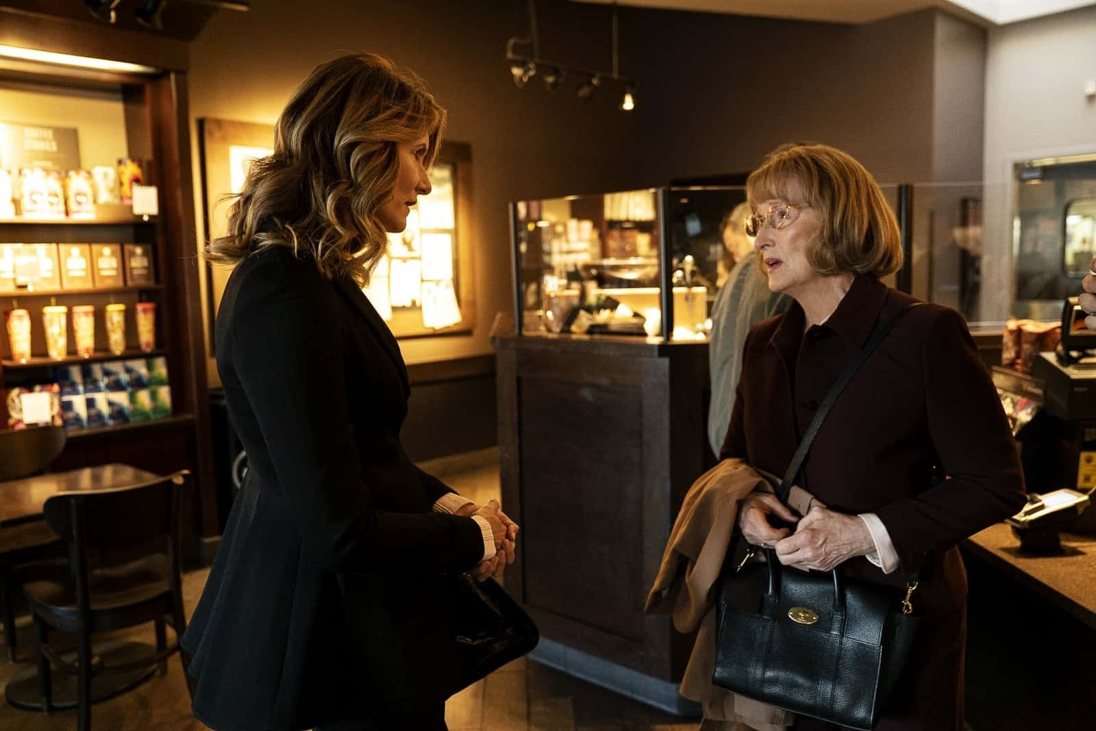 Laura Dern como Renata Klein y Meryl Streep como Mary Louise en Big Little Lies 2.07