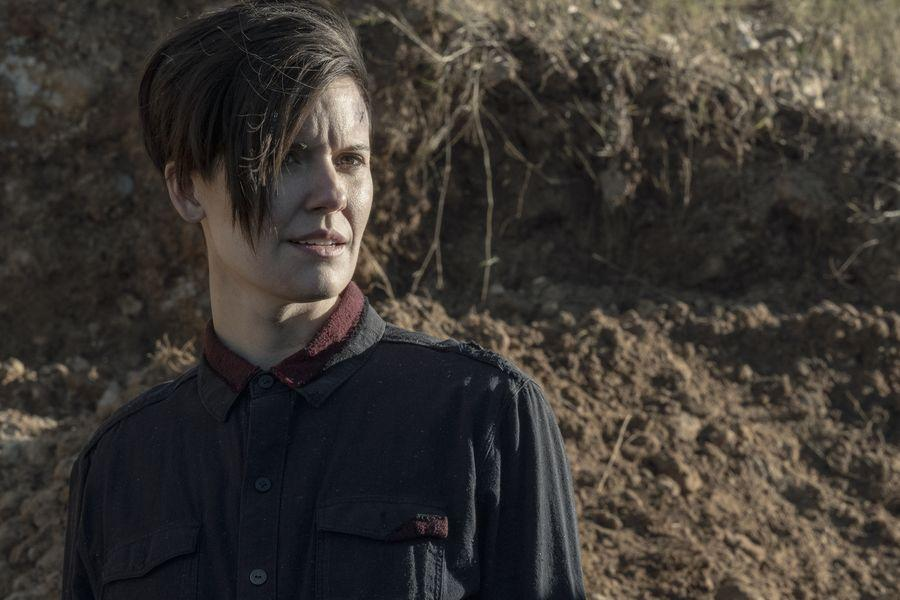 Maggie Grace como Althea en Fear The Walking Dead S05E05