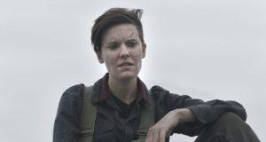 Maggie Grace como Althea en Fear The Walking Dead 5x07