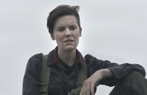 Maggie Grace como Althea en Fear The Walking Dead 5x07