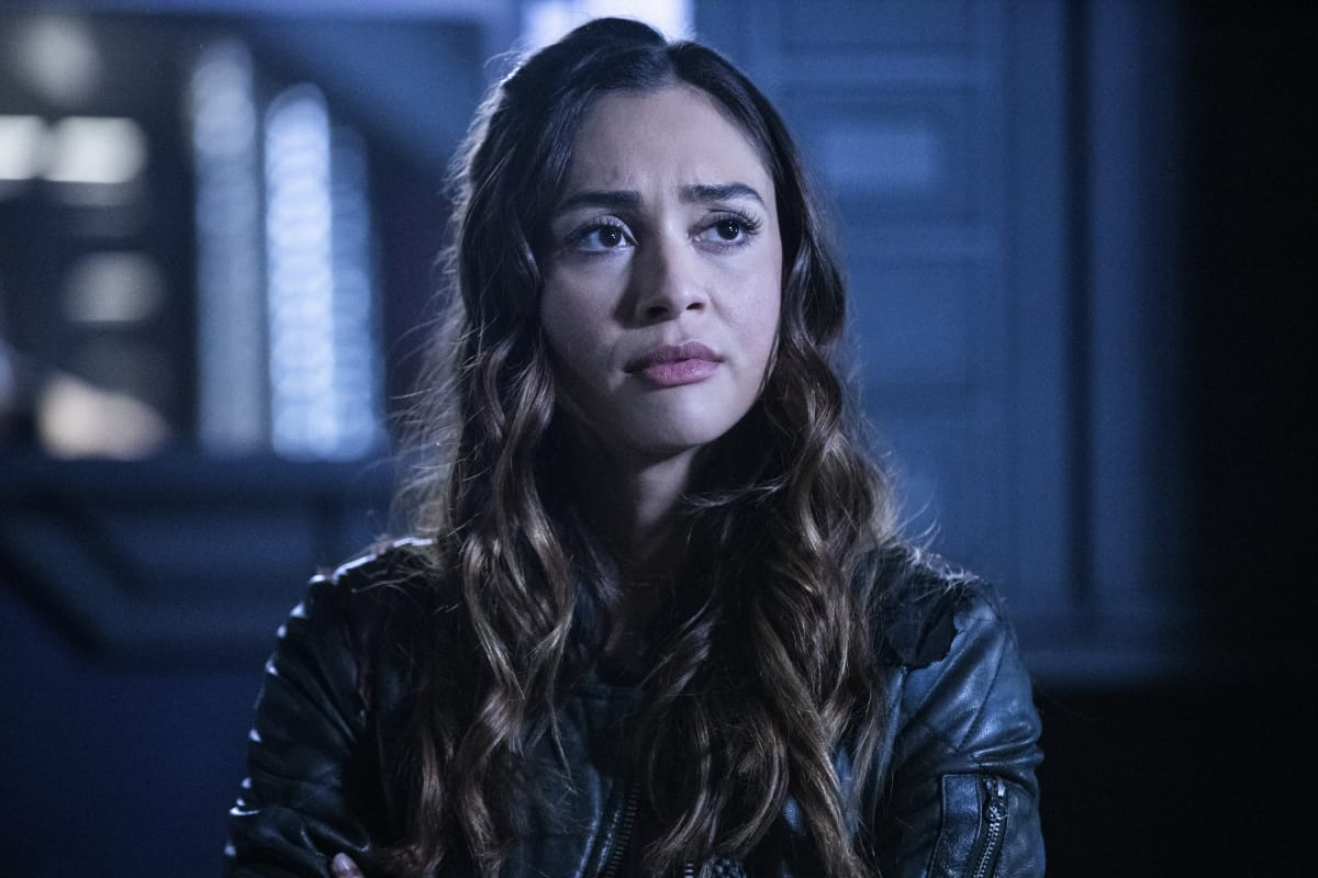 Lindsey Morgan como Raven en The 100 6.09