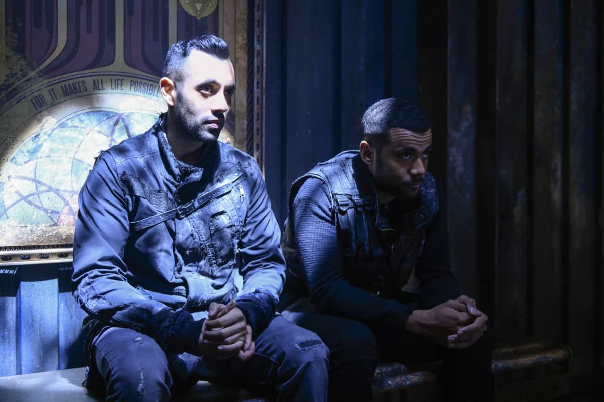 Sachin Sahel como Jackson y Jarod Joseph como Miller en The 100 S6E10