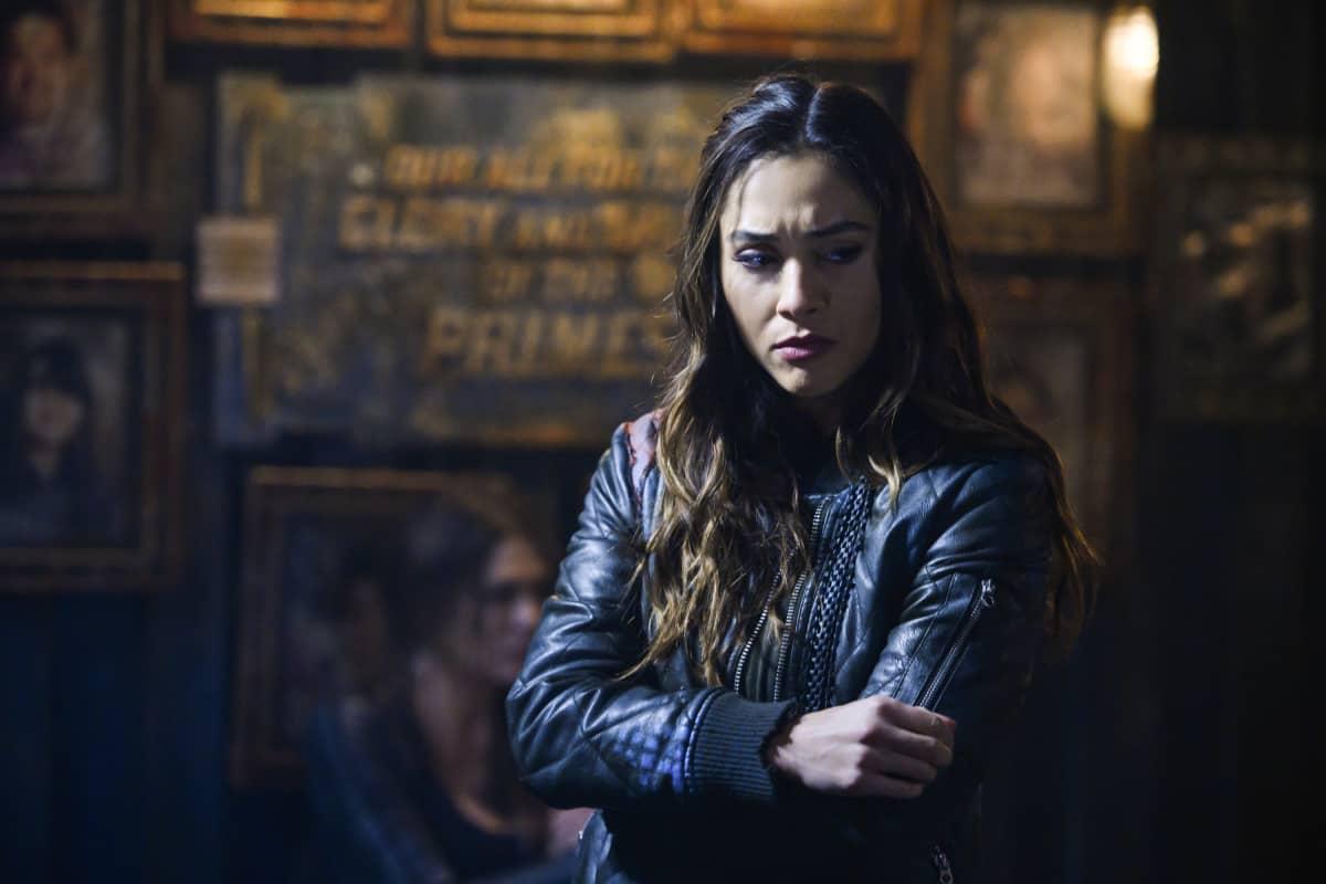 Lindsey Morgan como Raven en The 100 temporada 6 capitulo 10 Matryoshka