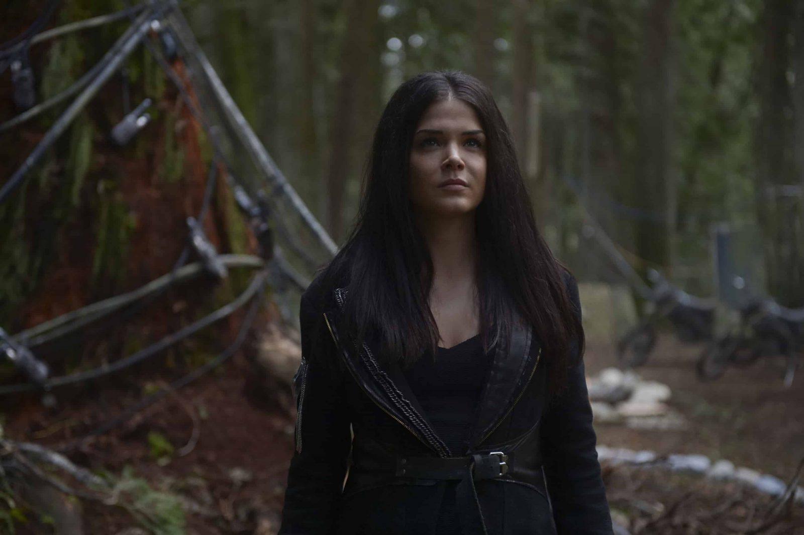 Marie Avgeropoulos como Octavia en The 100 Temporada 6 Episodio 11
