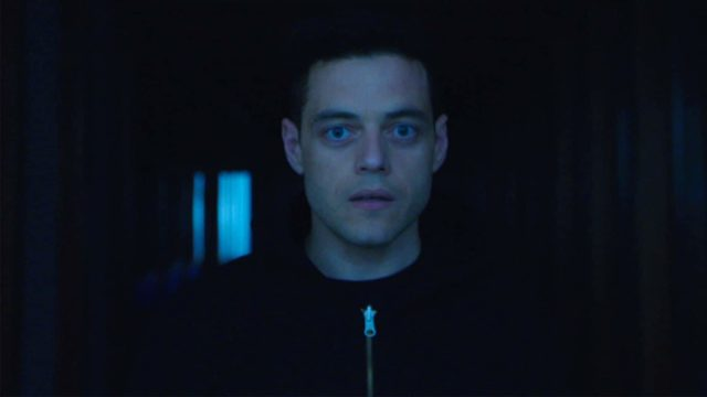 Rami Malek como Elliot Alderson en Mr Robot 4x03 Forbidden
