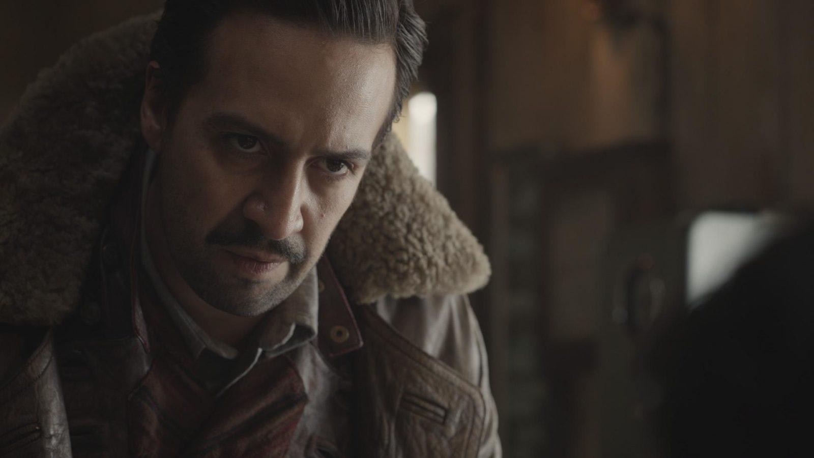 Lin-Manuel Miranda como Lee Scoresby en His Dark Materials 1x04 Armour