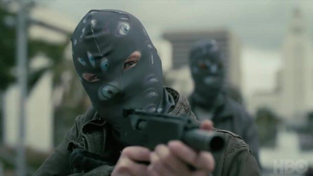 Caleb encapuchado en Westworld Temporada 3 Episodio 7