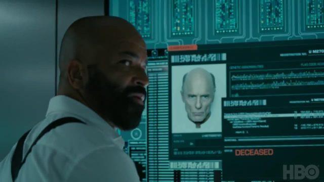 Bernard junto a la ficha de William, donde aparece como fallecido en Westworld 3x07