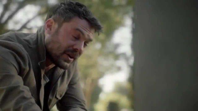 Frank llorando frente a una tumba en HTGAWM 6x15 Series Finale