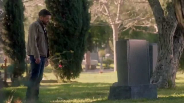 Frank frente a una tumba en HTGAWM 6x15 Series Finale