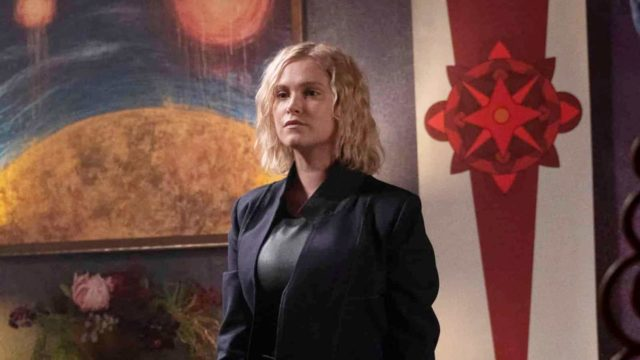 Eliza Taylor como Clarke en The 100 Temporada 7 Capitulo 1