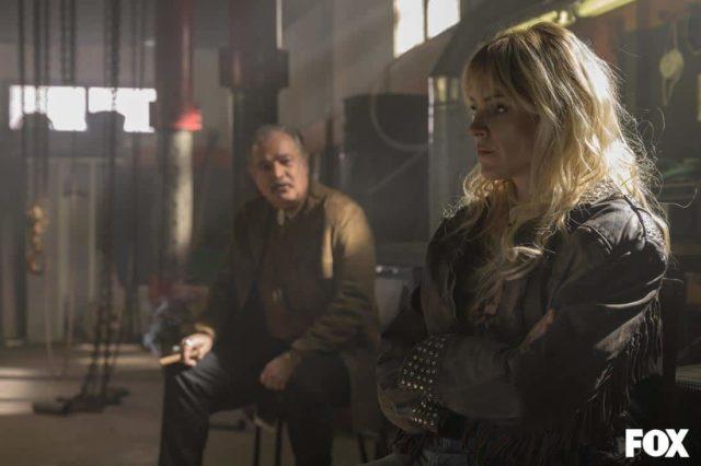 David Ostrosky como Víctor Ramala y Maggie Civantos como Macarena Ferreiro en Vis a Vis El Oasis Episodio 7