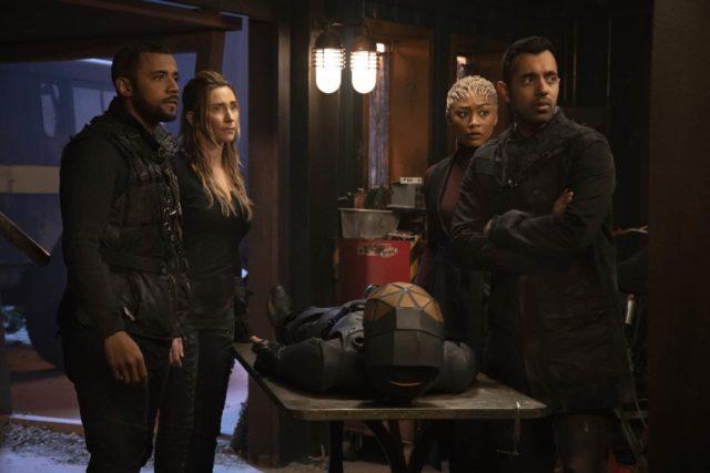 Jarod Joseph como Miller, Jessica Harmon como Niylah, Tati Gabrielle como Gaia y Sachin Sahel como Jackson en The 100 7x04