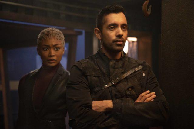 Tati Gabrielle como Gaia y Sachin Sahel como Jackson en The 100 S07E04