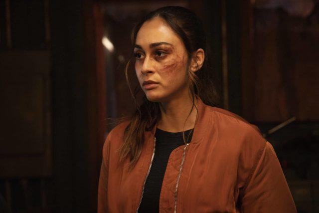 Lindsey Morgan como Raven en The 100 Temporada 7 Capítulo 4