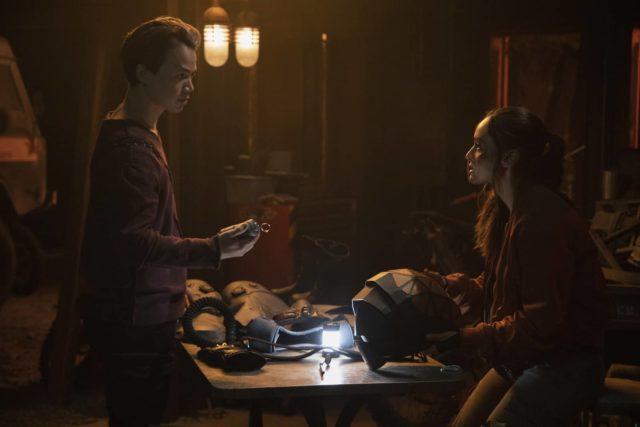 The 100 7.04 - Shannon Kook como Jordan Green y Lindsey Morgan como Raven