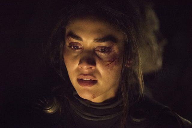 Lindsey Morgan como Raven en The 100 Temporada 7 Episodio 6 Nakara