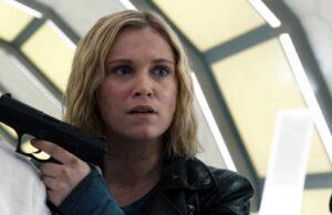 Eliza Taylor como Clarke Griffin en The 100 7x10
